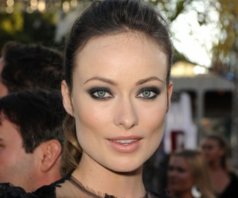 Olivia-Wilde-Cowboys-and-Aliens-premiere-smoky-eyes